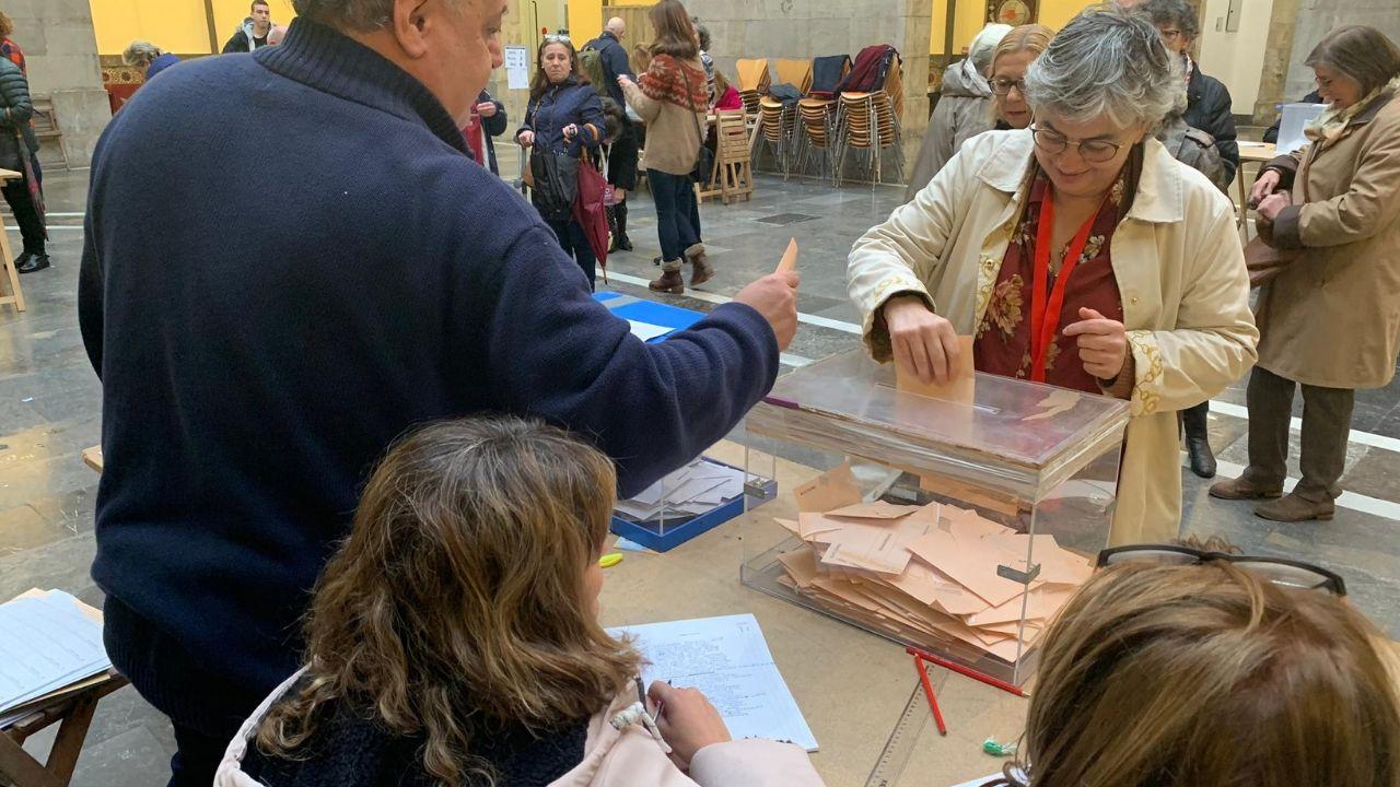 El Rey recibe en Zarzuela a las presidentas del Congreso y del Senado.La socialista Ana González, alcaldesa de Gijón, vota el pasado 10N