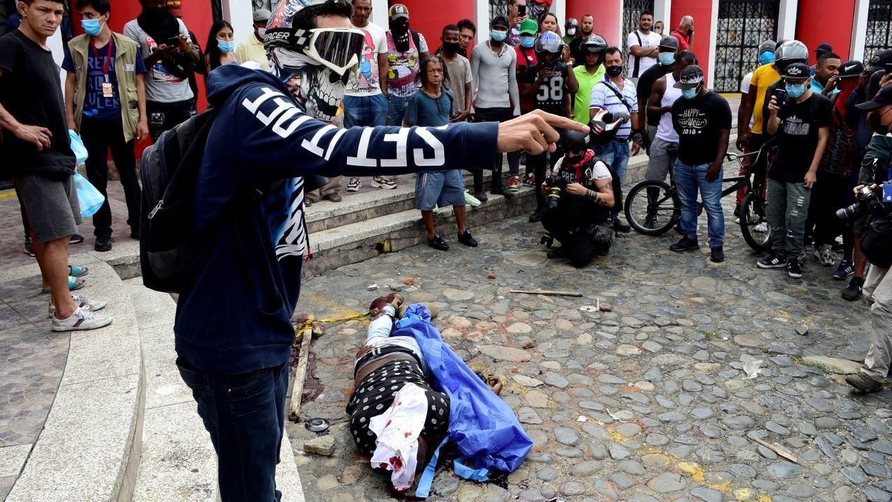 Un investigador de la Fiscalía disparó a un grupo de jóvenes que bloqueaban una de las carreteras del lugar, matando a dos de ellos. Poco después, el tirador fue linchado hasta la muerte por parte de los manifestantes.