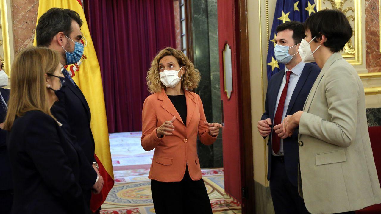 La presidenta del Congreso con la delegación del Parlamento de Galicia