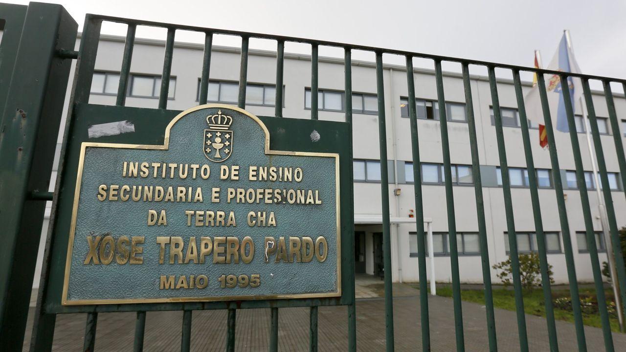 Entrada principal del IES Xosé Trapero Pardo