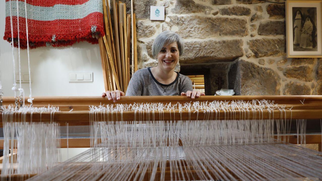 Inés Rodríguez tiene una tienda-taller en Allariz