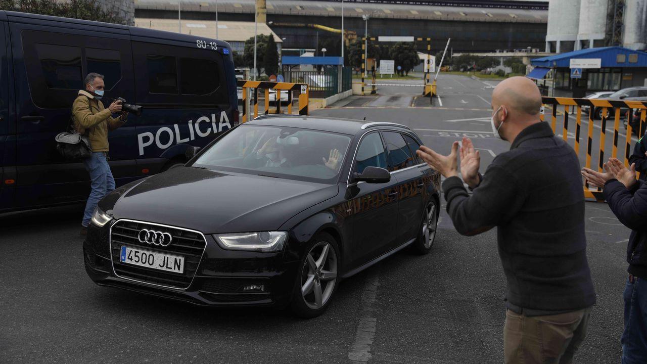 La UDEF entra en las oficinas coruñesas de Alu Ibérica.Agentes de la UDEF en las instalaciones de Alu Ibérica en Avilés
