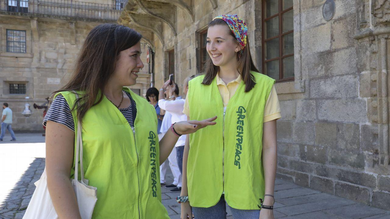 Los activistas exigen una respuesta política al cambio climático.La playa de San Lorenzo de Gijón
