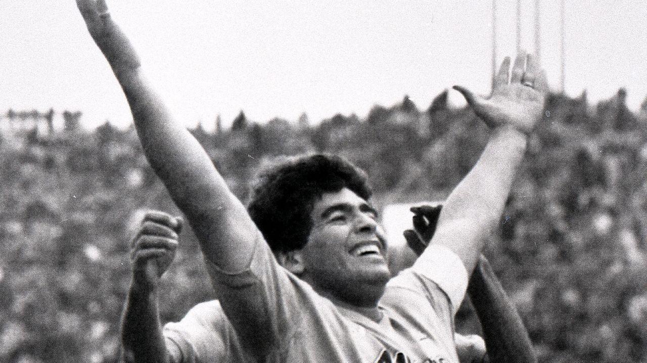 «La mano de Dios» de Maradona en México 86.Maradona aprovechó su visita a Venezuela para honrar la tumba de Hugo Chávez.«Me da un placer enorme poder venir a verte», dijo  al depositar la ofrenda.