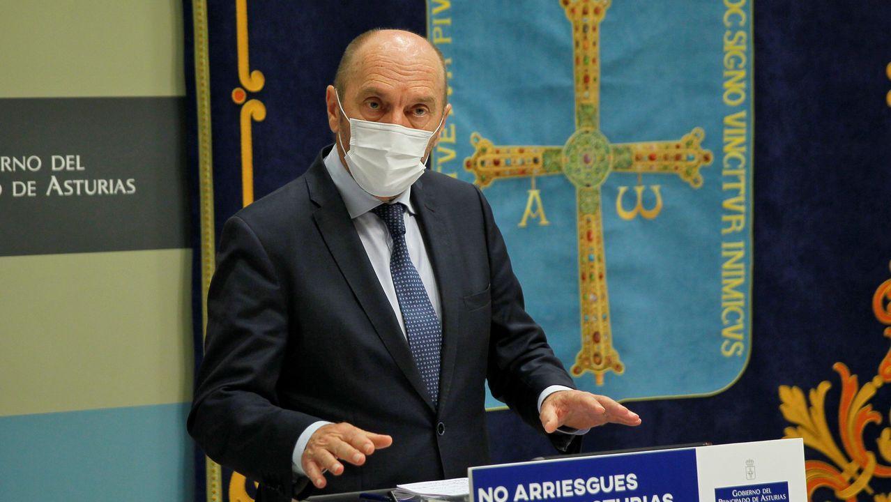 El vicepresidente y consejero de Administración Autonómica, Medio Ambiente y Cambio Climático, Juan Cofiño, durante la rueda de prensa posterior a la reunión semanal del Ejecutivo asturian