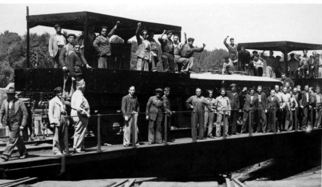 Ferroviarios republicanos, durante la Guerra Civil. Miles de ellos resultarían «depurados»: expulsados, multados, trasladados o encarcelados después de la guerra