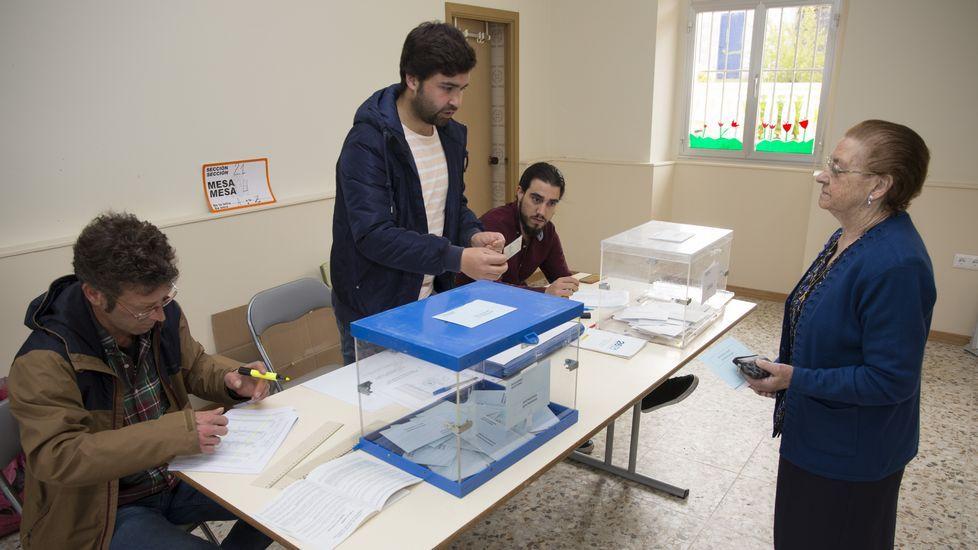 Jornada de elecciones. Votaciones en Vilela (Carballo)