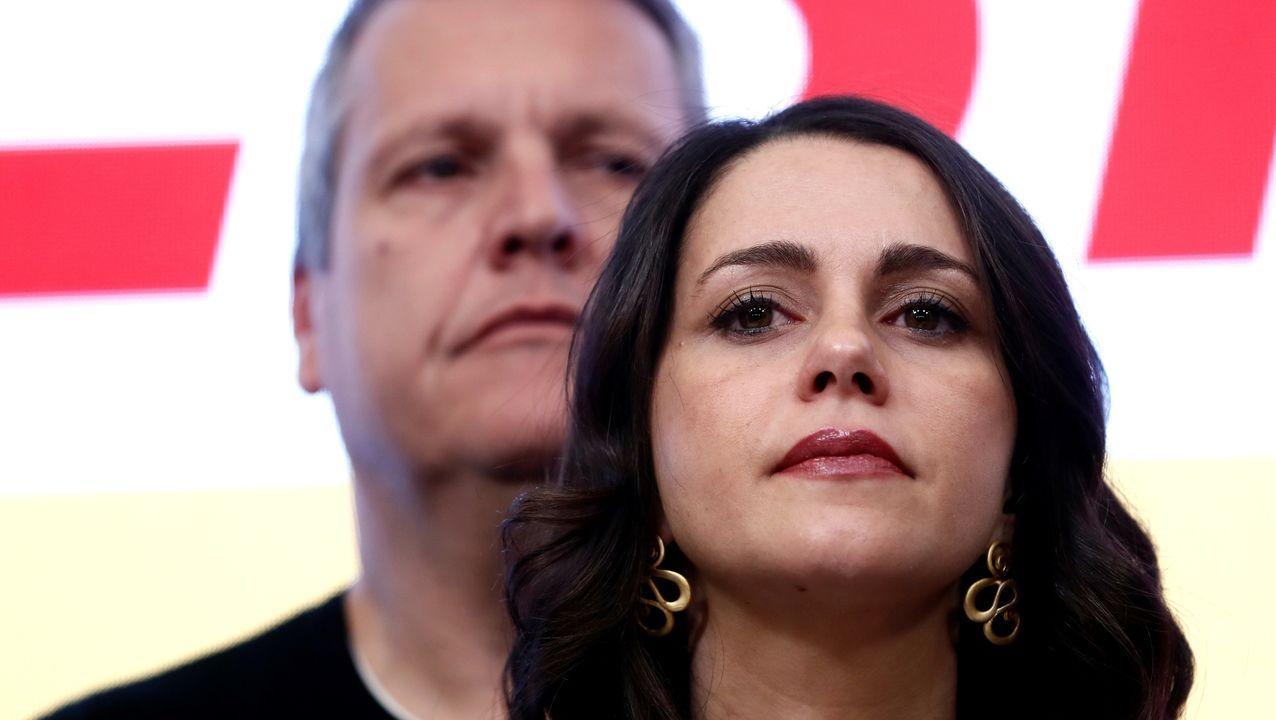 Semblante serio de Inés Arrimadas durante la intervención de Albert Rivera