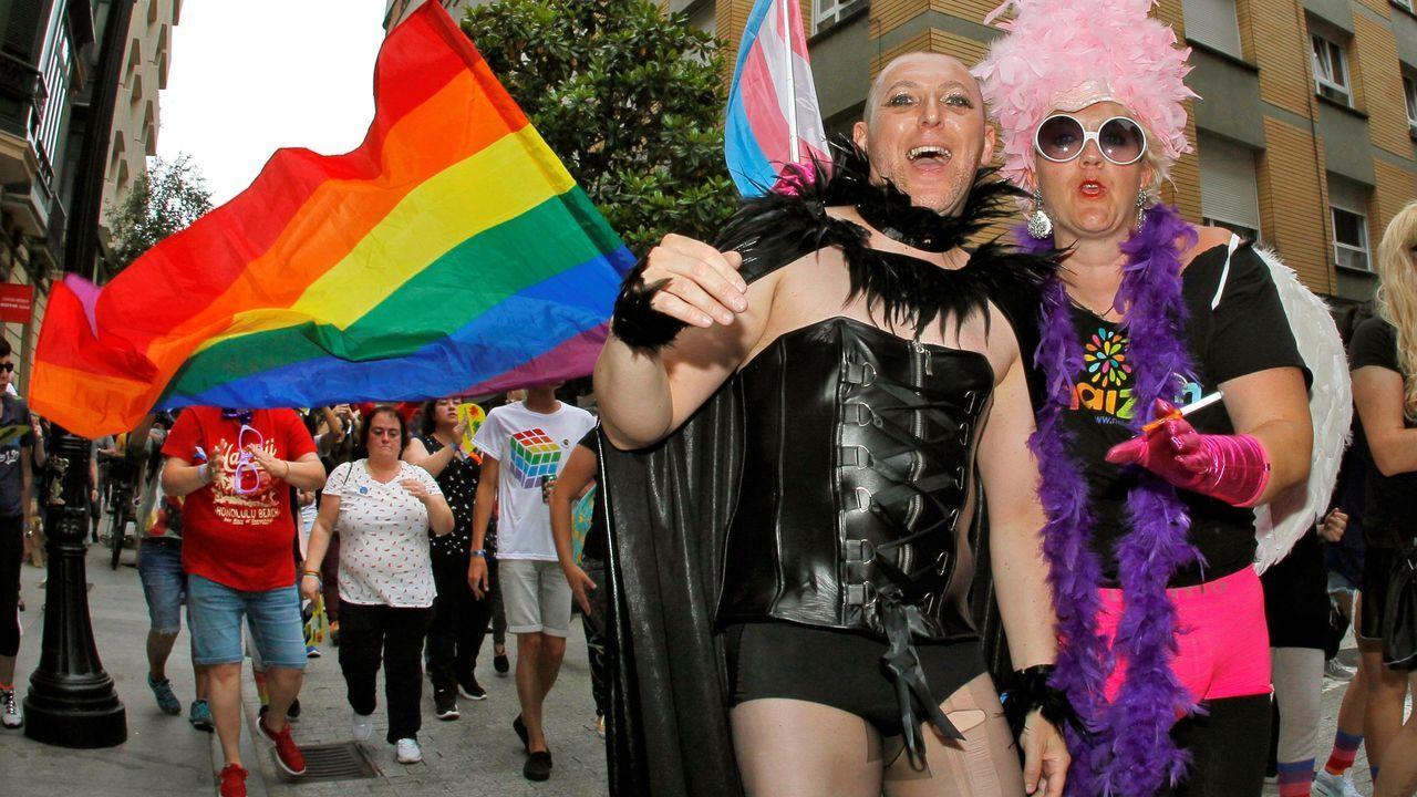 Más de un millar de personas han participado en la manifestación del Orgullo LGTBI de Gijón