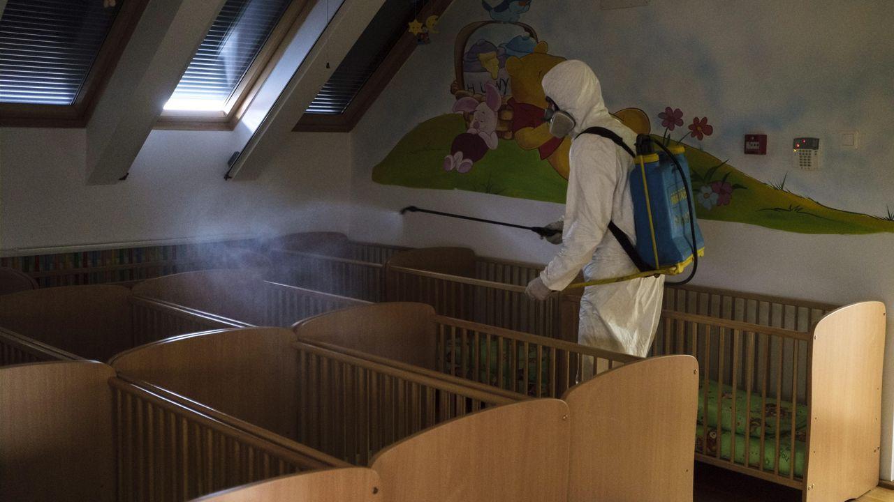 Desinfectando una guardería en Miercurea Ciuc, Hungría