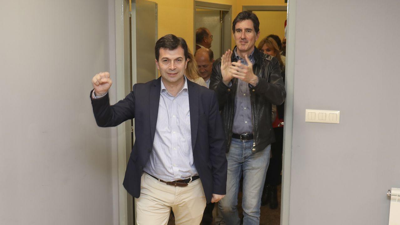 Iglesias reconoce más dificultades para negociar un gobierno de coalición con Sánchez.Juan Vázquez votando