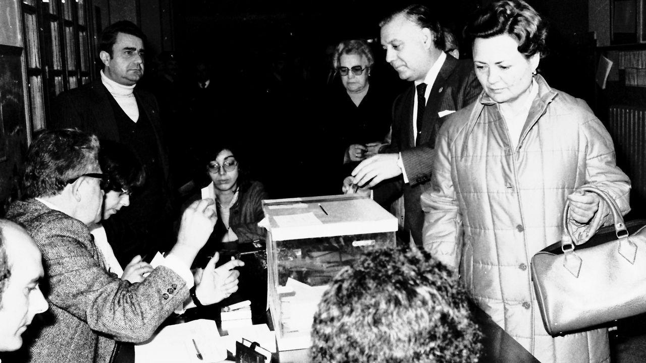 Novo Freire, votando en las elecciones autonómicas de 1981