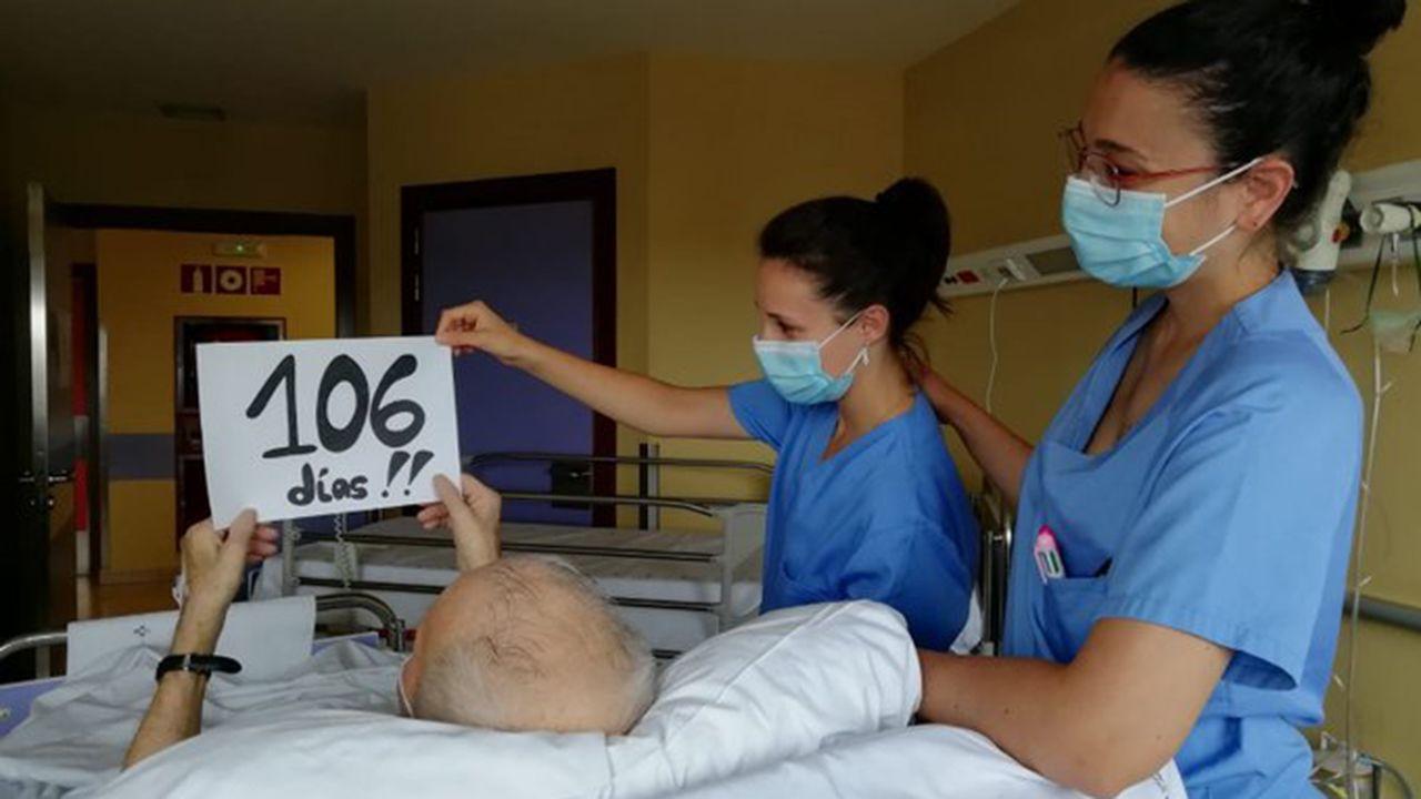 Sale de la UCI el último paciente del Hospital San Agustín de Avilés 106 días después
