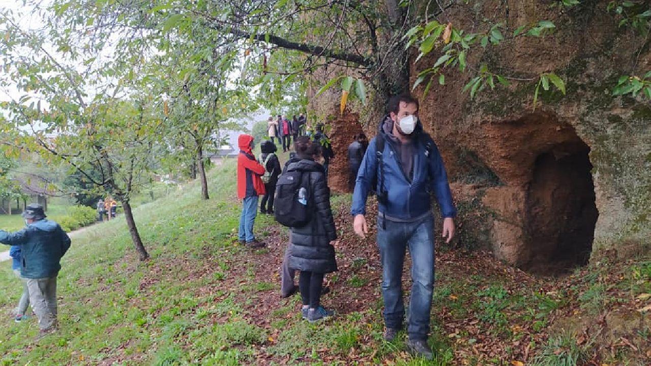 Una reciente visita guiada a las minas romanas de Margaride -en Quiroga- dentro de las actividades del Outono Xeolóxico del geoparque Montañas do Courel, en las que participó Luis López