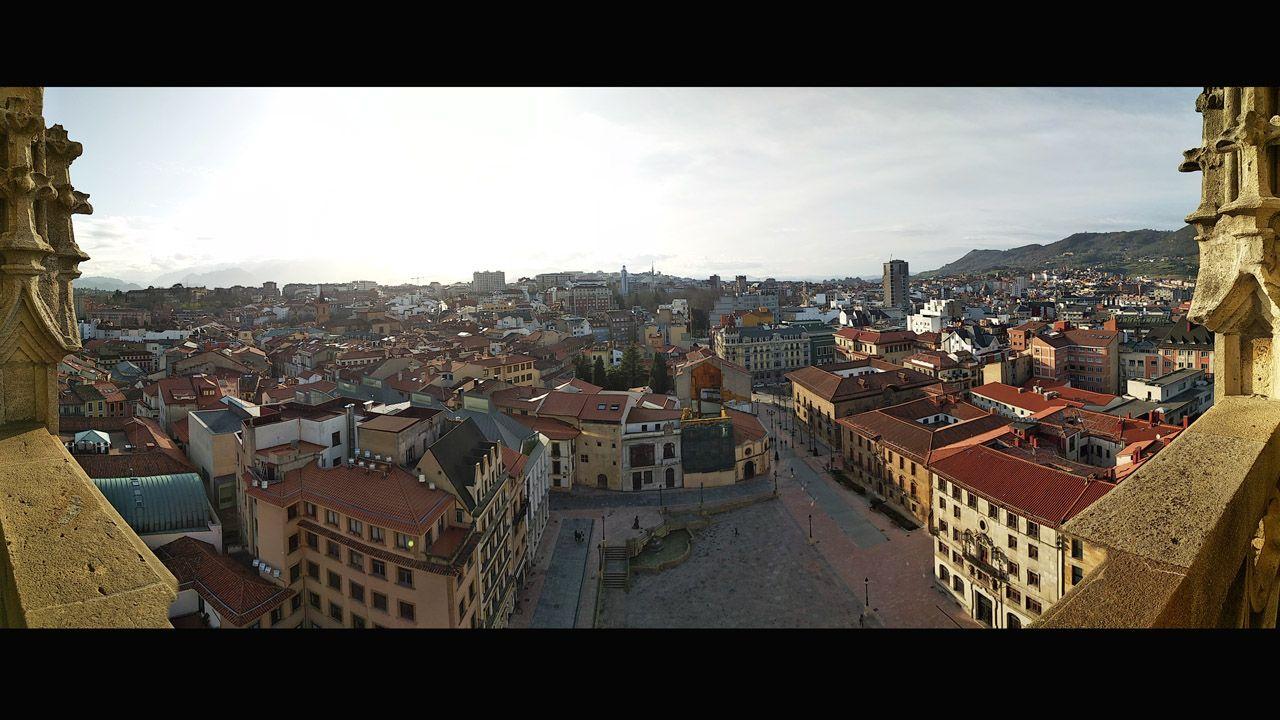 Vistas hacia el sur desde la torre de la Catedral de Oviedo