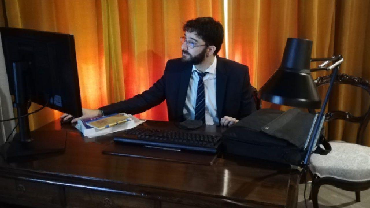 Luis Manuel Ibáñez, que tiene raíces familiares en Bóveda, durante la presentación de su tesis doctoral