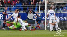 gol Mikel Rico Champagne Arribas Edu Cortina Huesca Real Oviedo El Alcoraz.Mikel Rico anota el 2-0 ante Alejandro Arribas y Nereo Champagne
