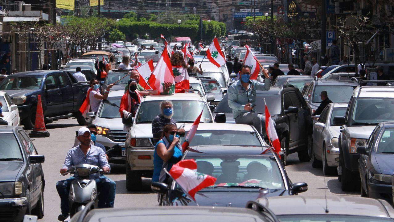Beirut un día después de la explosión, en imágenes.Los manifestantes salieron esta vez en coches para cumplir con las medidas de distanciamiento social