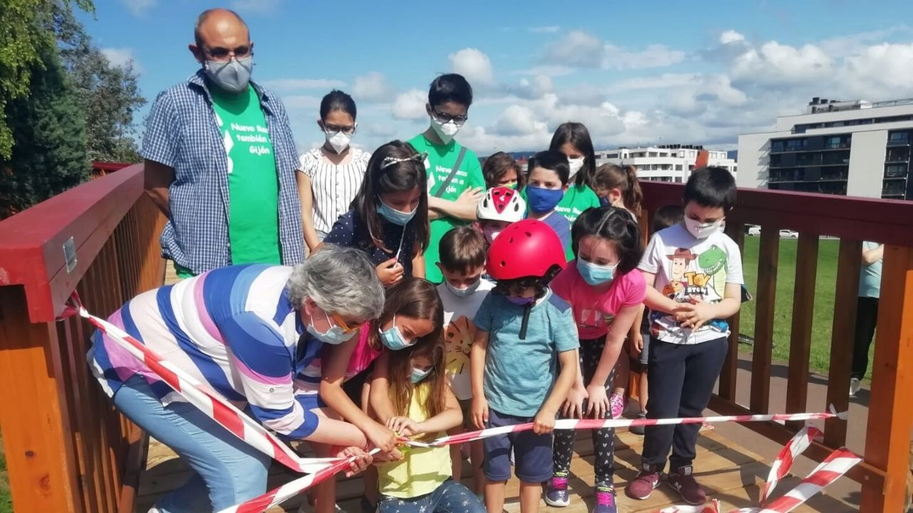 Inauguración de la pasarela del barrio gijonés de Nuevo Roces