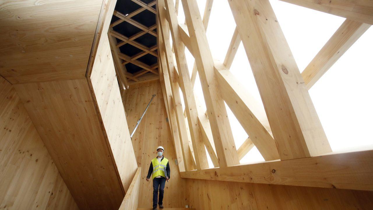 En las entrañas del edificio de madera Impulso Verde, construido por el Concello de Lugo.Román Rodríguez y Antonio López firmaron este lunes el protocolo