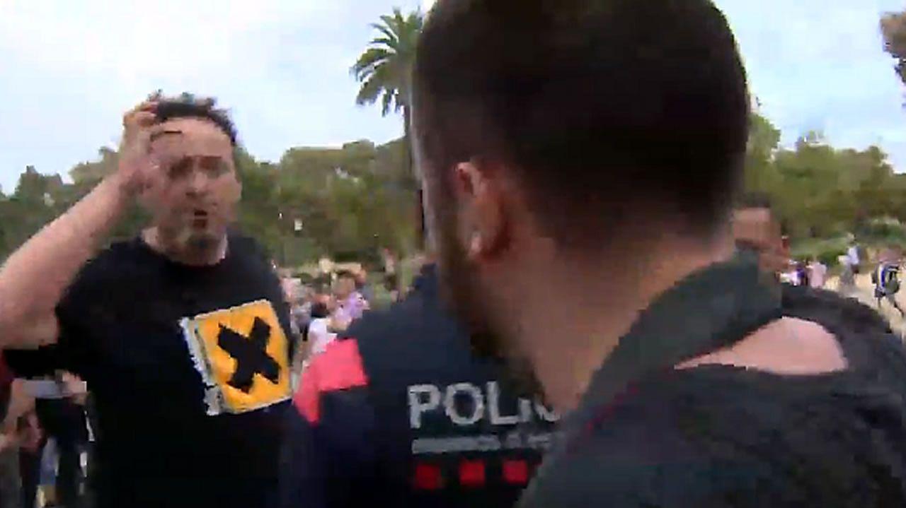 Agreden en la Ciutadella a un cámara de Telemadrid al confundirlo con TV3.Lara Álvarez