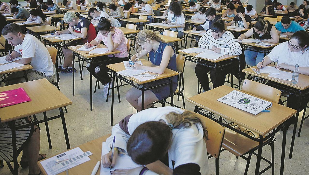 En Galicia se examinaron de la selectividad este mes de junio 9.858 estudiantes