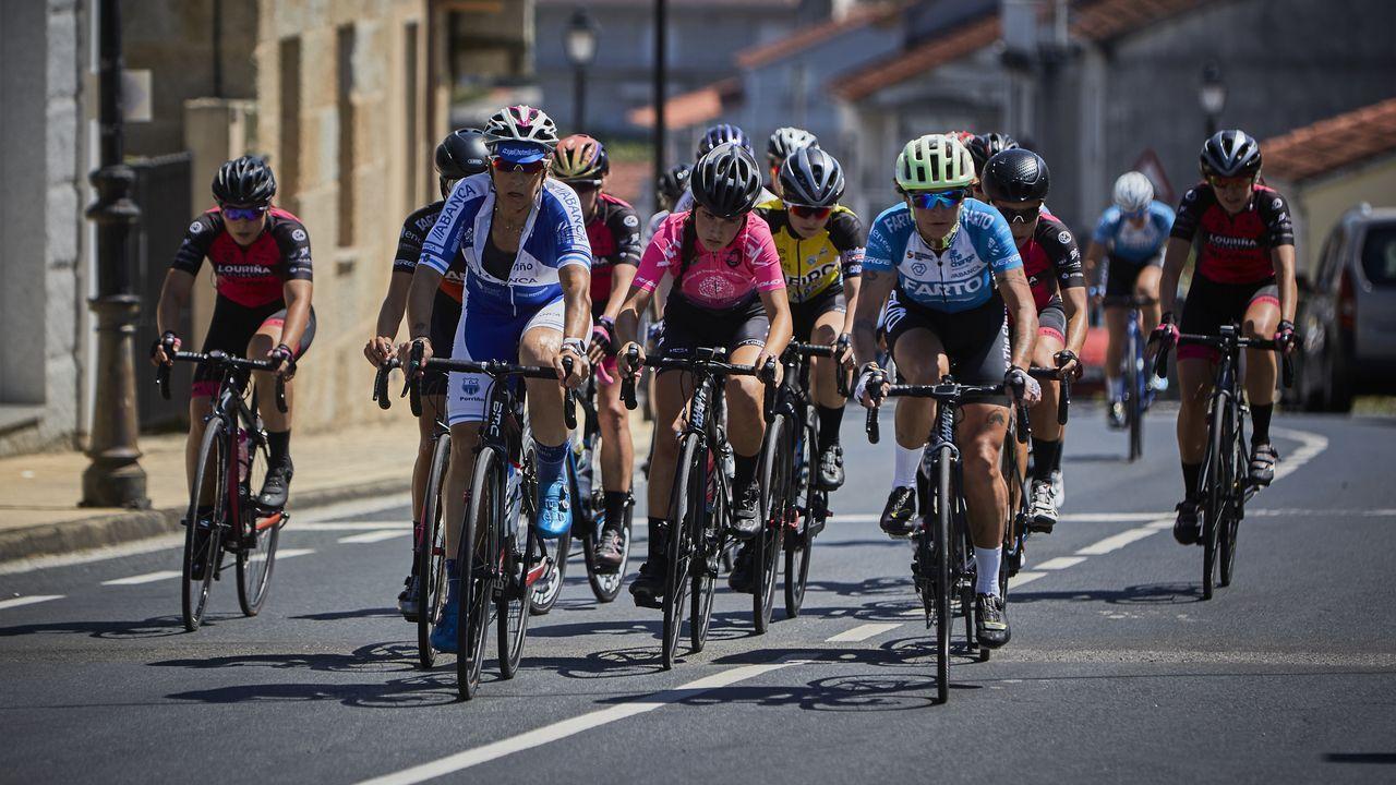 Emocionante Autocrós Carballo, prueba del Campeonato de España.El pelotón femenino del Campeonato Galego en ruta