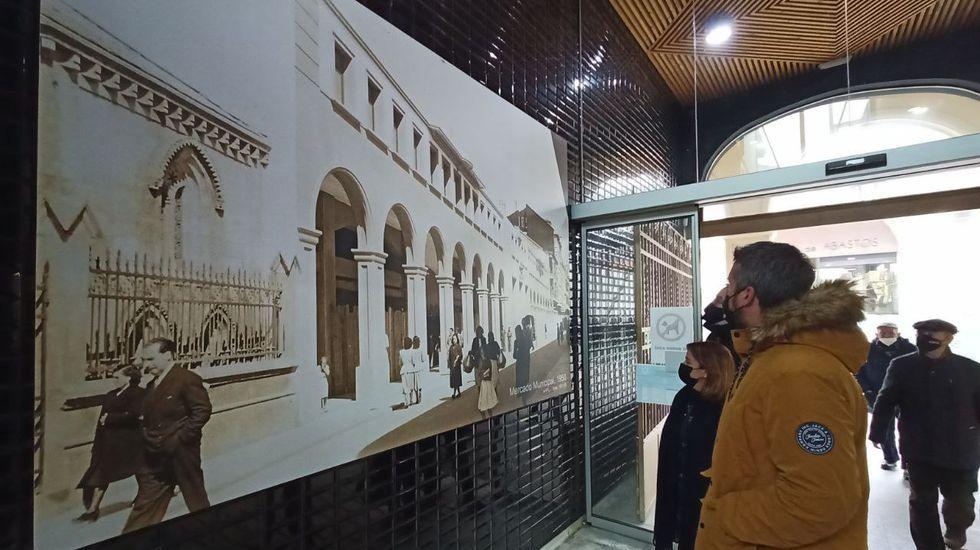 La exposición de fotografías antiguas ya puede visitarse en la Praza de Abastos y en el Mercado Municipal
