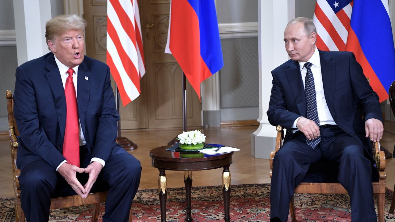 Donald Trump y Putin posan antes de su primera cumbre formal