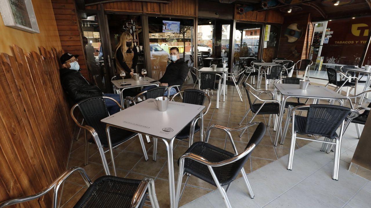 Imagen del Punto Galego, uno de los bares de Cantarrana que ha sido reformado durante la pandemia del coronavirus y que ahora volverá a funcionar con el interior cerrado y la terraza al 50%