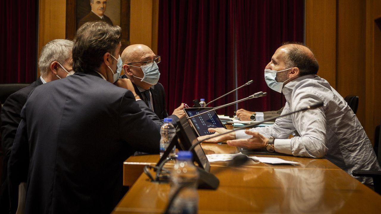 Gonzalo Pérez Jácome fue el último en salir de la reunión y lo hizo solo