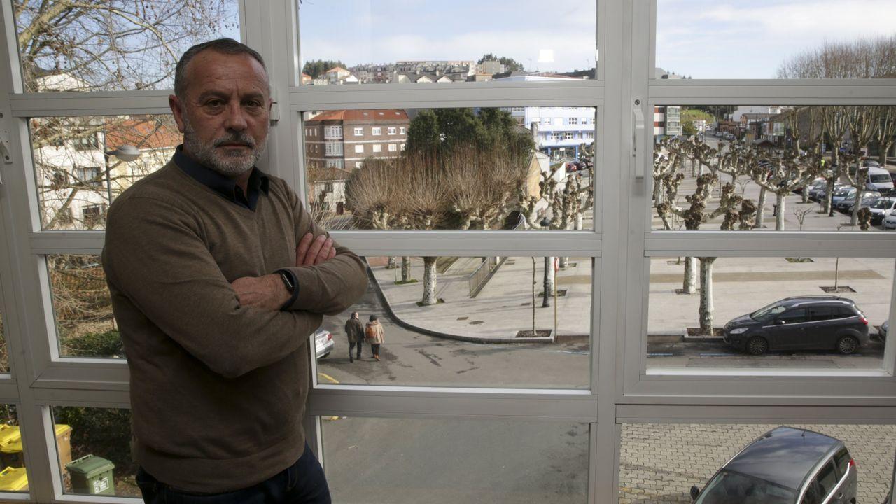 La descarga del Key Discovery en el muelle del Centenario de A Coruña.Vecinos durante el confinamiento por el covid-19 en A Coruña