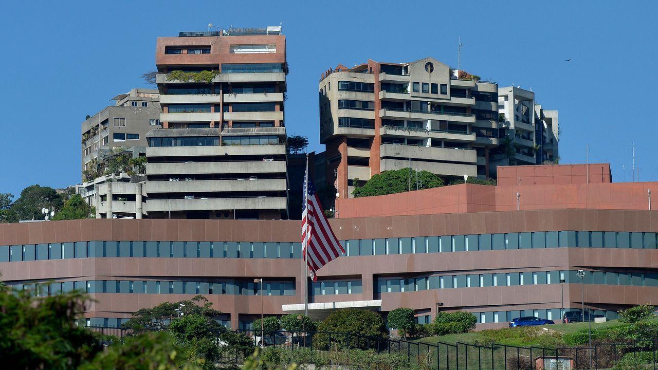 Exterior de la embajada de Estados Unidos en Caracas