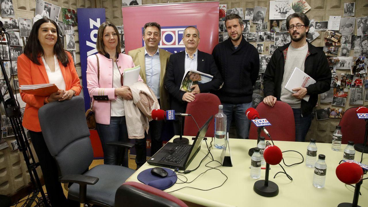 La alcaldesa, Lara Méndez, celebrando con Santos los resultados
