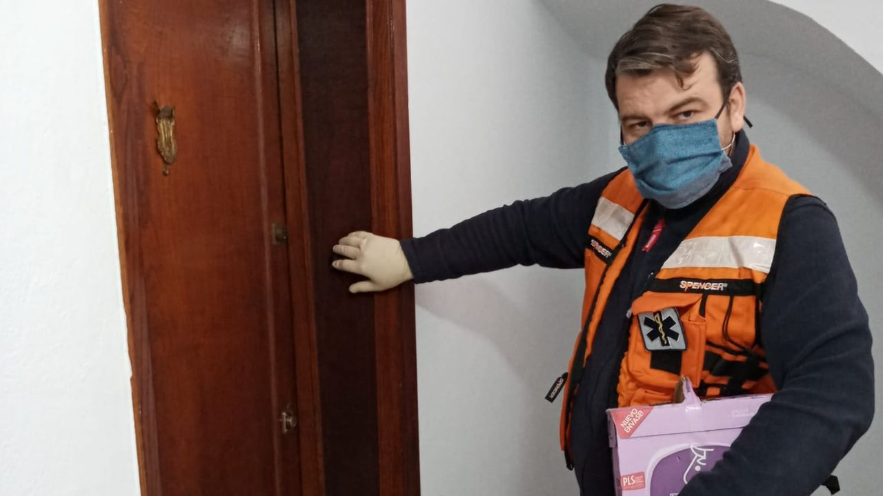 La Asociación de Visitadores Médicos de Ourense muestra su apoyo a los sanitarios con este divertido vídeo.David Rodríguez es uno de los voluntarios de A Ponte.