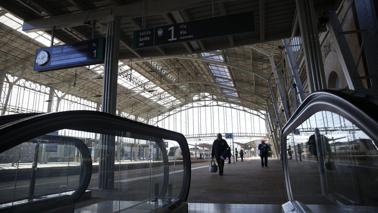 Las secuelas de la tormenta en el sur de Lugo.Familia afectada por la anulación de un tren con destino al País Vasco