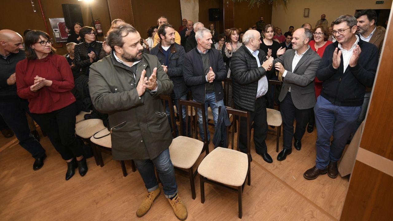 Preparativos de la mesa electoral en Burela, donde el próximo domingo habrá elecciones municipales.Los cinco concejales electos de Ciudadanos Oviedo