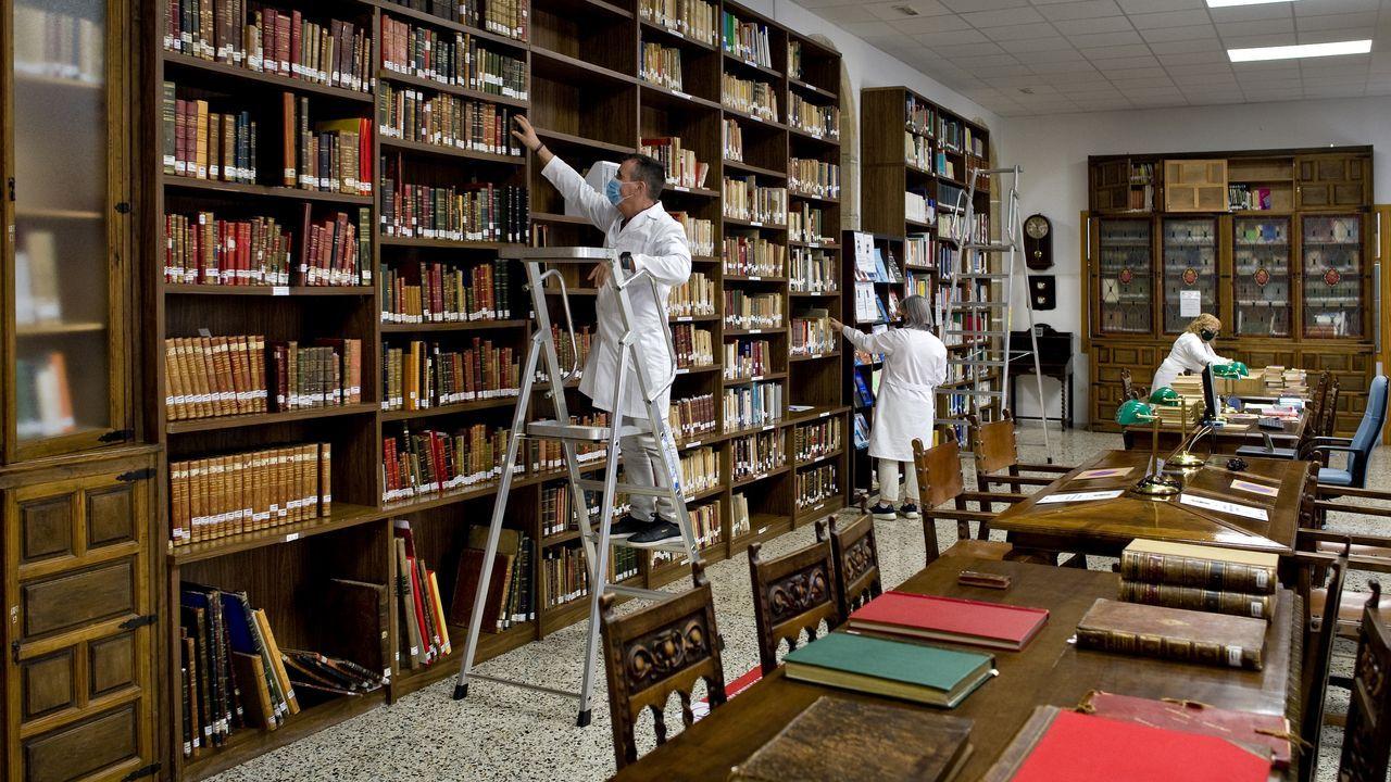 La cara más culta del Ejército: entramos en su desconocida biblioteca histórica.Vista del complejo de Sargadelos desde el interior de la casa.