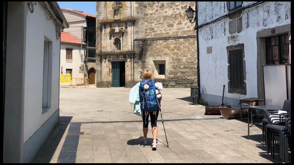 José Manuel Rubianes, de la Taza Mágica en la calle Maior de Sarria, espera que no haya rebrotes