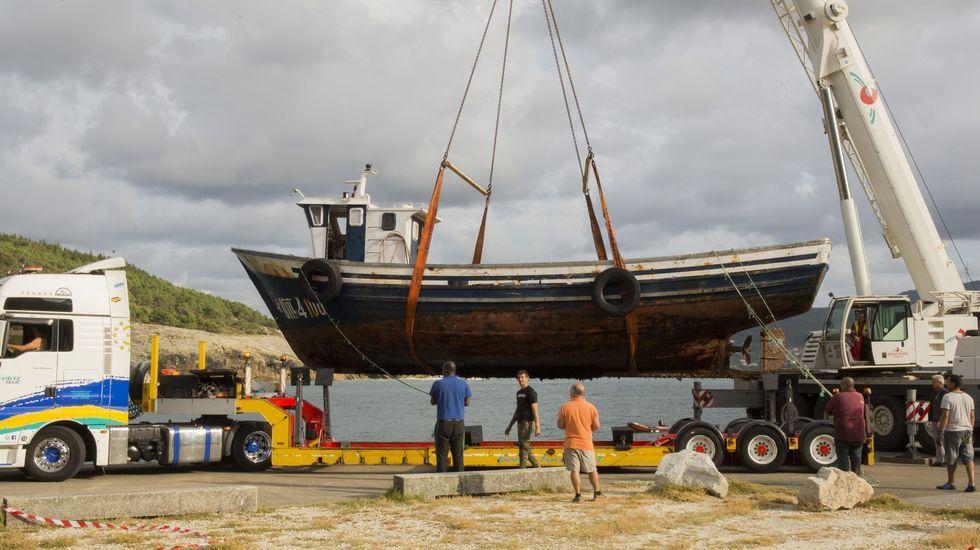 El adiós al Naveiro cierra el ciclo de las bateas en Corme: ¡imágenes!