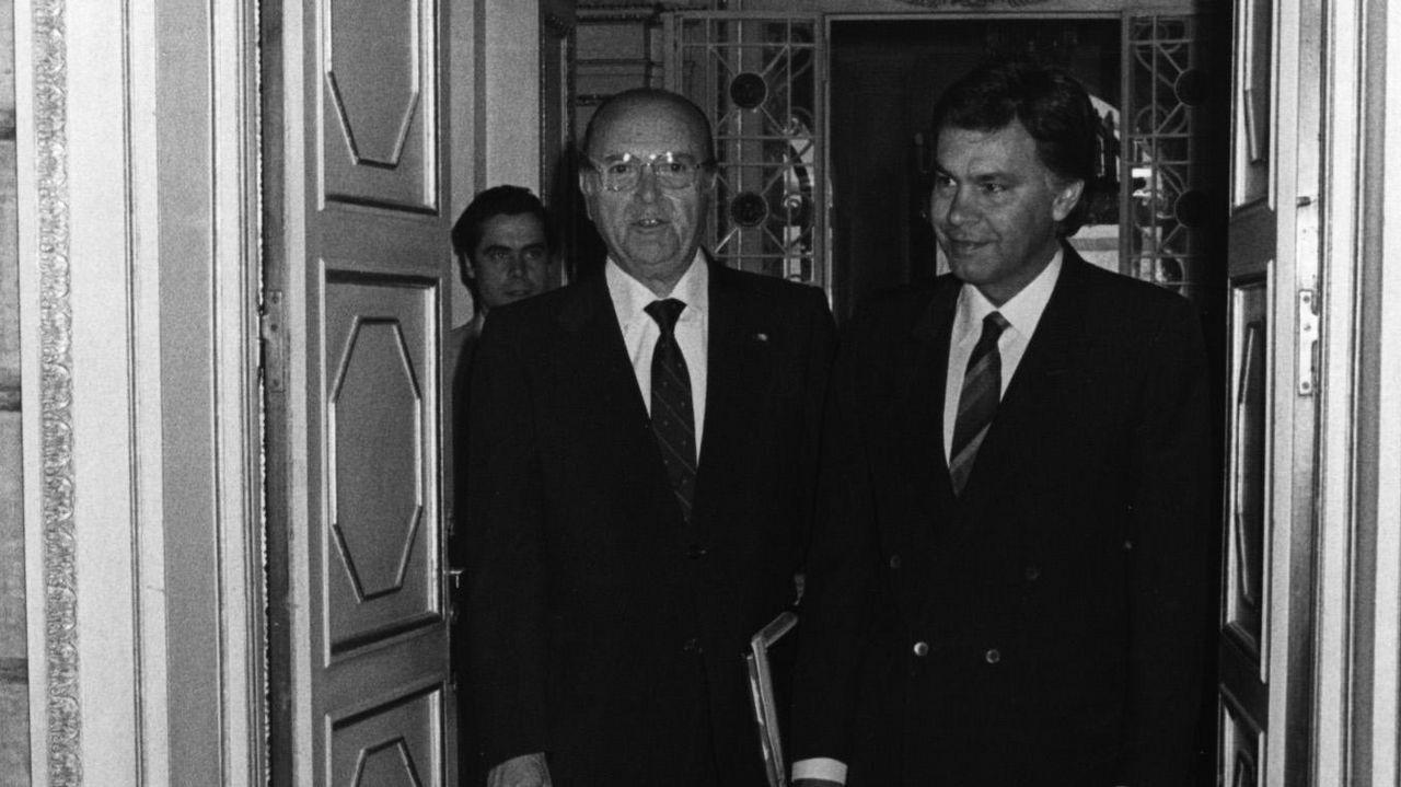 Fernández Albor recibe al entonces presidente del Gobierno, Felipe González, en el palacio de Raxoi