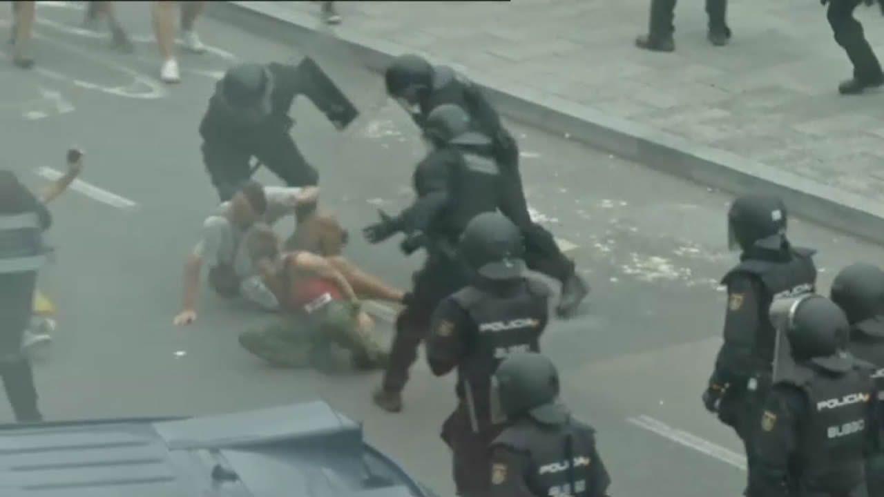 Protestas en Cataluña tras la sentencia del «procés».Antigua delegación de Sanidade en Gregorio Hernández