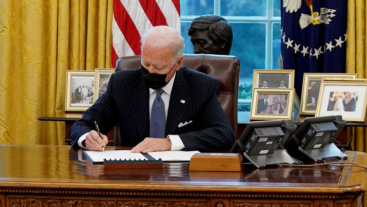 Biden, este lunes en el despacho oval
