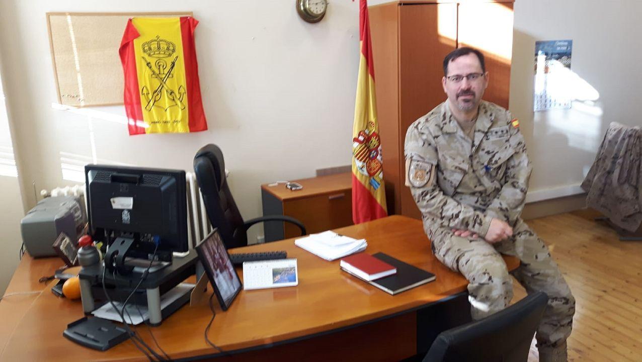 La llegada más triste del Elcano a Marín.El responsable de la Fupro, en su despacho del cuartel de A Graña, en Ferrol