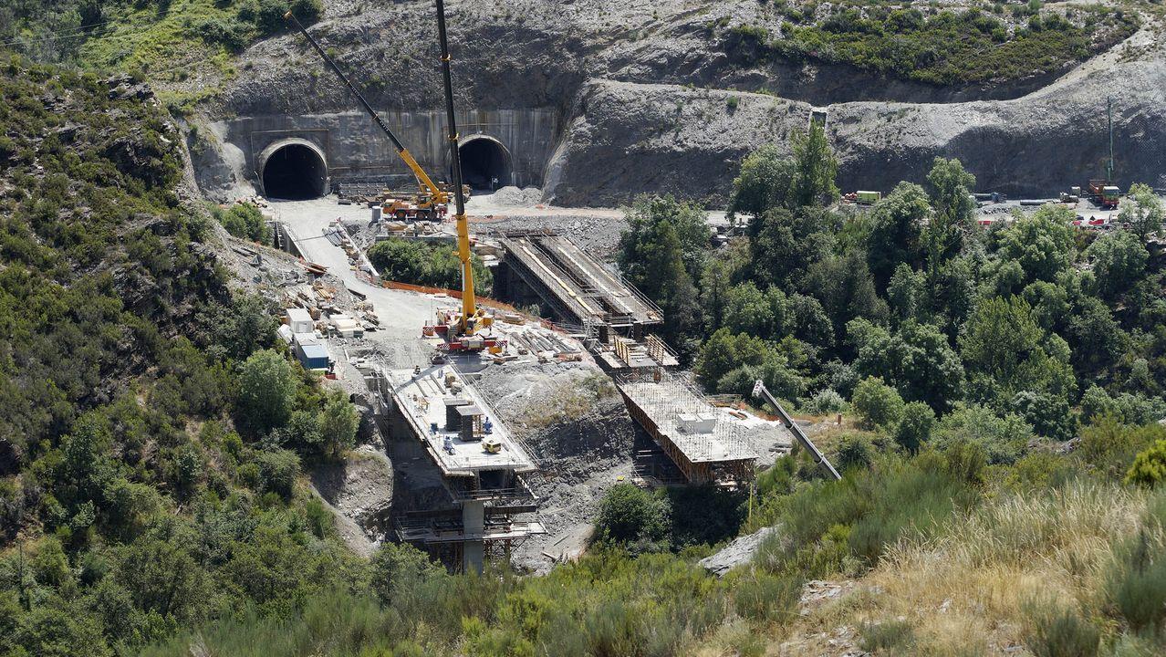 Nadie se libra de la farrapada en Laza.El accidente ocurrió en la salida del túnel de O Corno hacia Madrid
