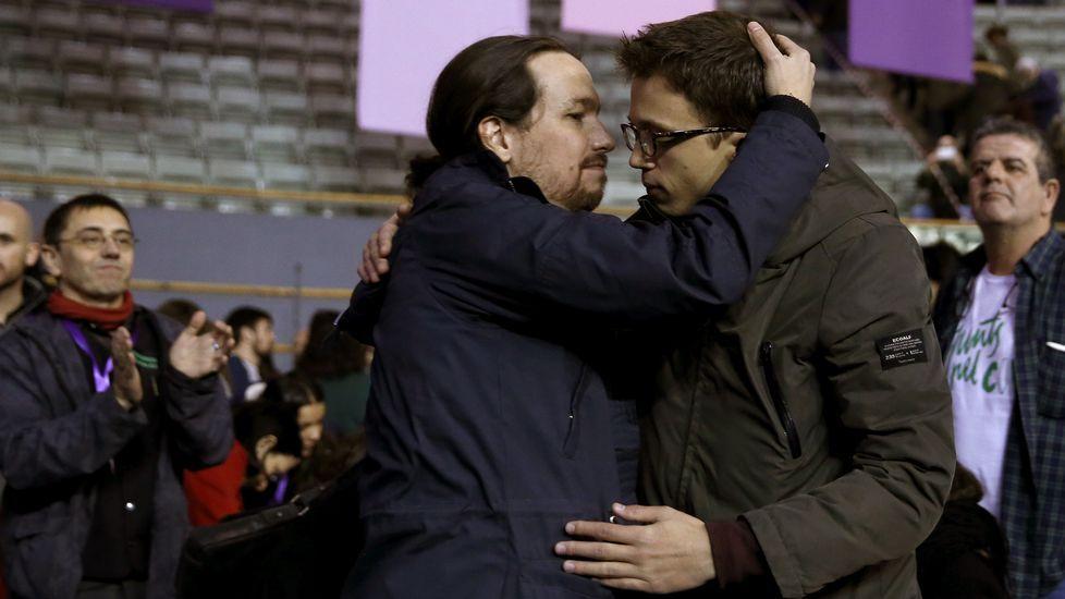 La lista de Iglesias se impone y revalida su liderazgo en Podemos.Errejón e Iglesias en el Congreso