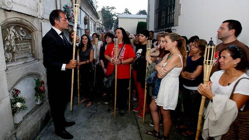José Flores y Manuel Silvosa junto a José Expósito, donde le entregaron la foto cuando despachaba con su superior, Domingo Pérez