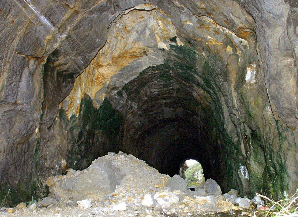 ¡Búscate en la Festa do Congro de Muxía: más de 60 fotos!.El túnel fue demolido poco después de los derrumbes