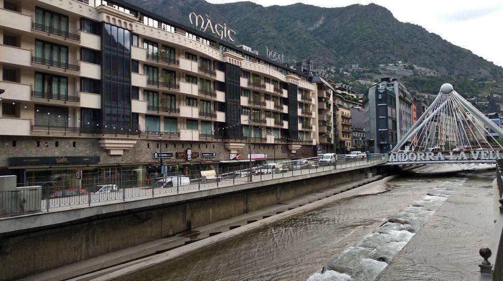 Lunes de escuela, parque de atracciones ycoronavirus.Centro de Andorra La Vella, capital del Estado