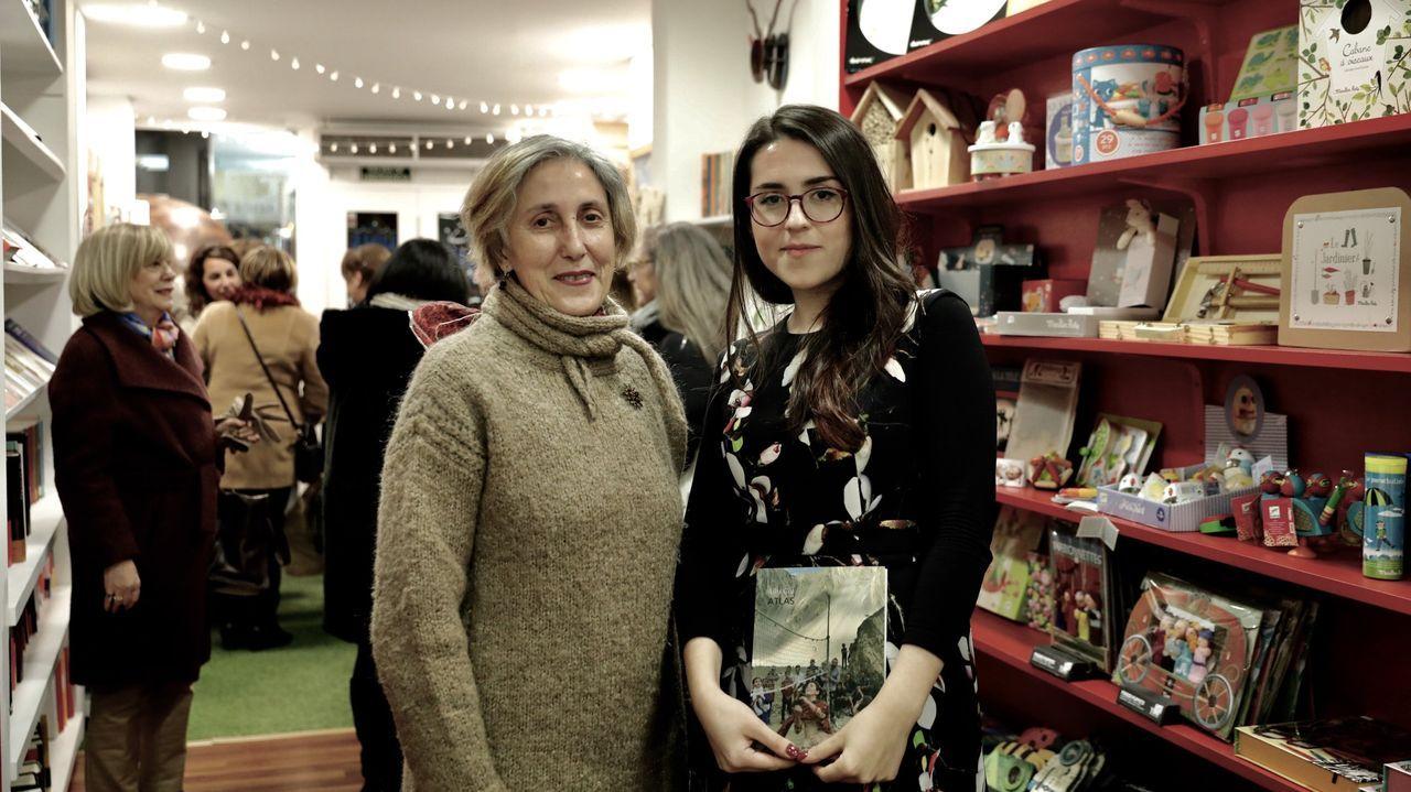 La ourensana Alba Cid, a la derecha, junto a la poeta Chus Pato